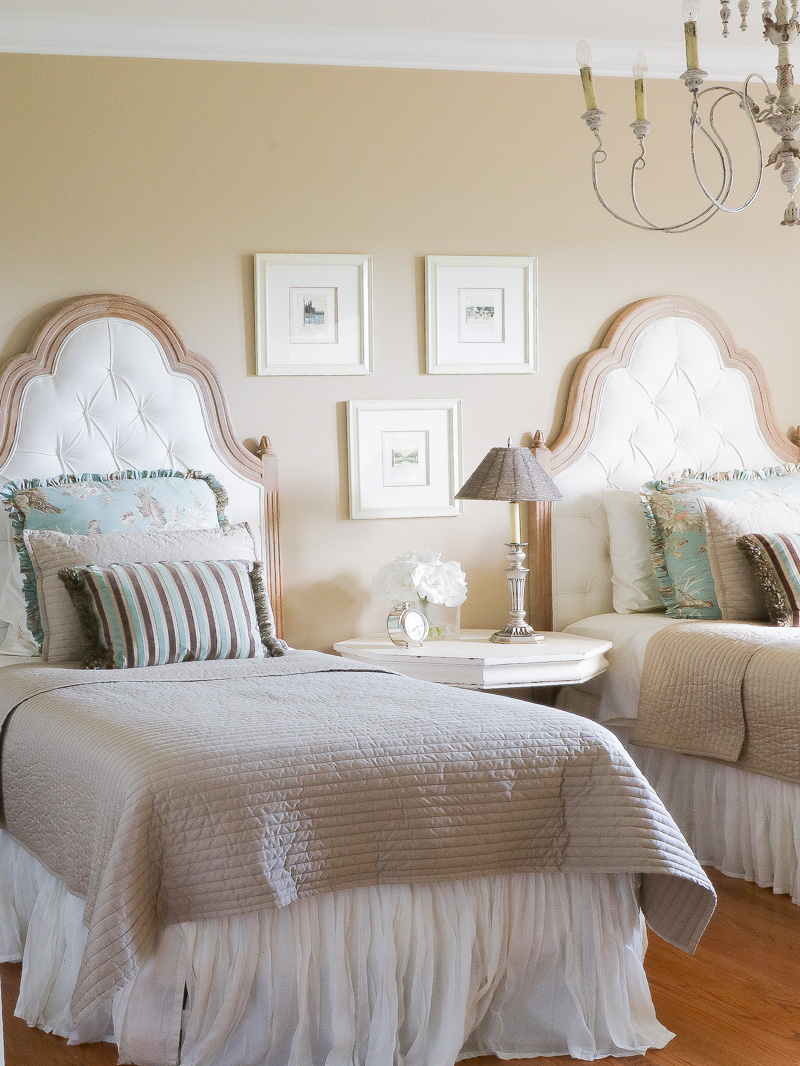 French country bedrooms 37 farmhouse bedroom design ideas that inspire digsdigs love the red - Images of french country bedrooms ...