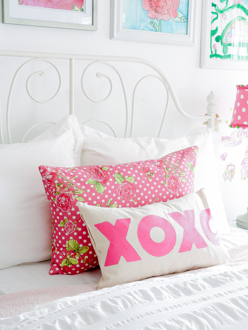 How to stencil a cute pillow when you don't have a stencil
