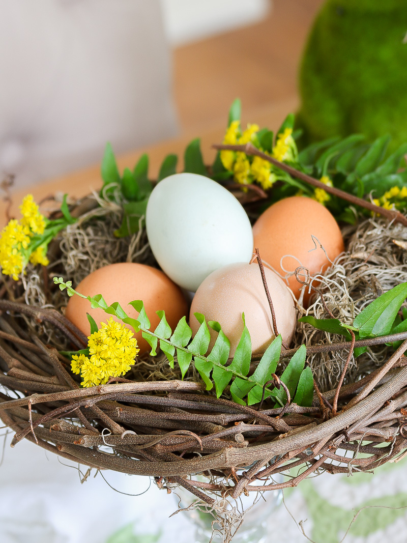Beautiful Easter Centerpiece you can make in minutes